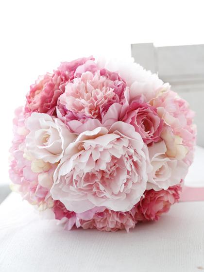 大輪芍薬とピンクバラのクラッチブーケ