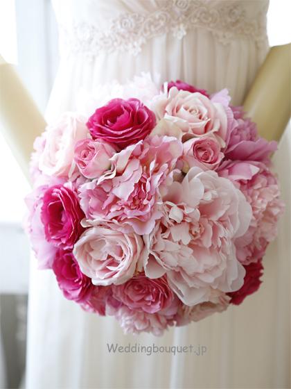 鮮やかなピンクバラと大輪ピンク芍薬のラウンドブーケ