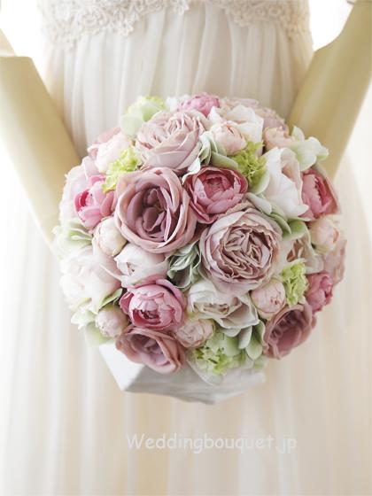 優しいピンクバラと優しいピンクグリーンラウンドブーケ