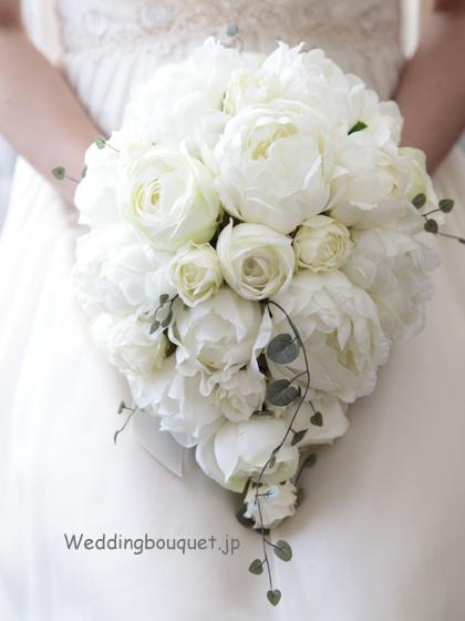 白い芍薬のふんわりティアドロップブーケ
