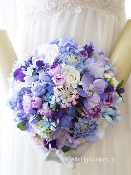 ブルーのお花のナチュラルラウンドブーケ