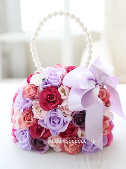 きれいな色合い、ピンクと紫のバラバッグブーケ