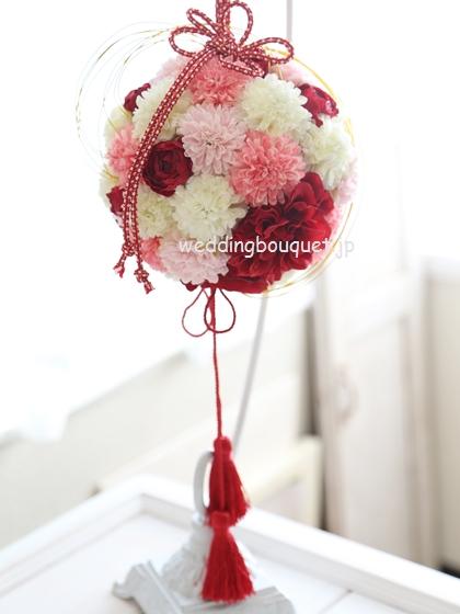 かわいいピンクのピンポンマム和装ボールブーケ