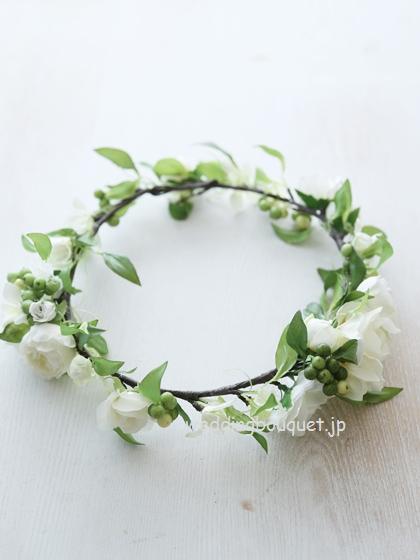 花冠  ホワイトバラとグリーン実のアクセントライン
