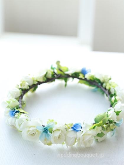 花冠  ホワイトバラとブルーの小花