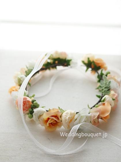 花冠  オレンジのバラとグリーンの実