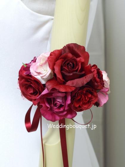 赤いバラのアームレット