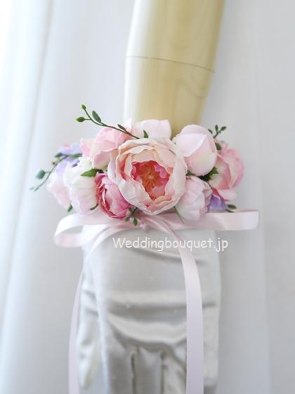 丸く咲くピンクのバラガーランドリストレット