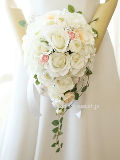 透き通る白いバラティアドロップブーケ、ピンク