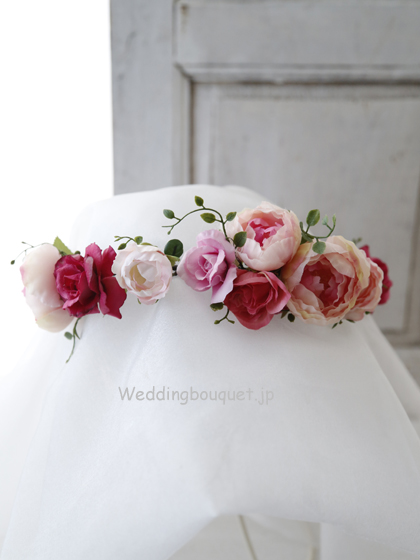 花冠  丸く咲くピンクのバラとローズピンク